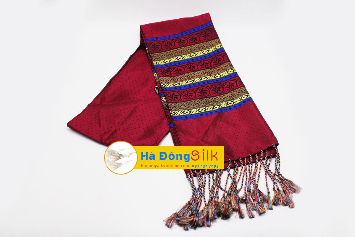 Khăn choàng cổ đỏ viền hoa văn MNV-KL03
