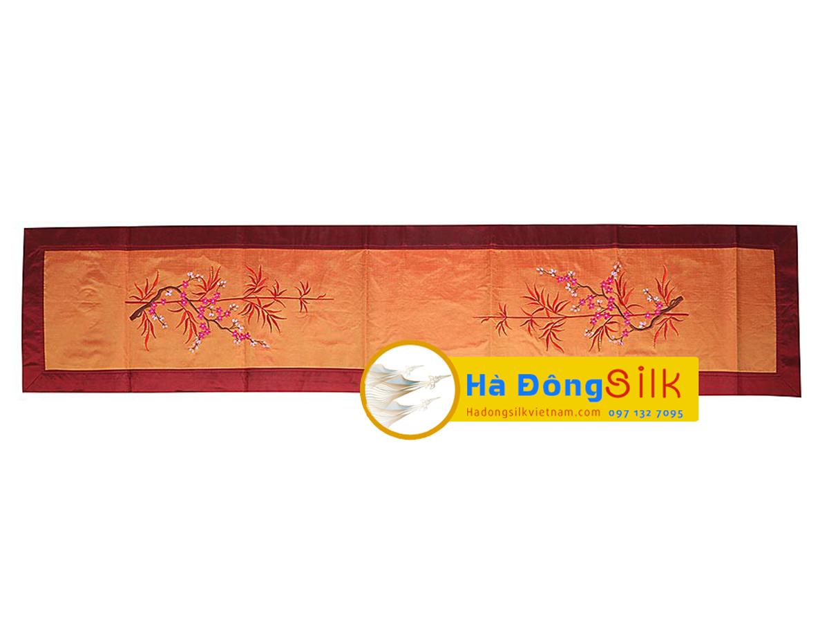 bộ khăn lụa lót bàn ăn thêu trúc đỏ